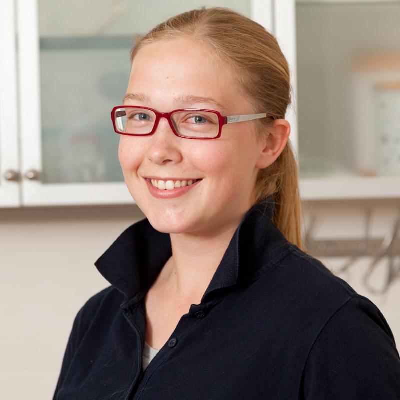 Vanessa Grüneberg, Auszubildende zur tiermedizinischen Fachangestellten