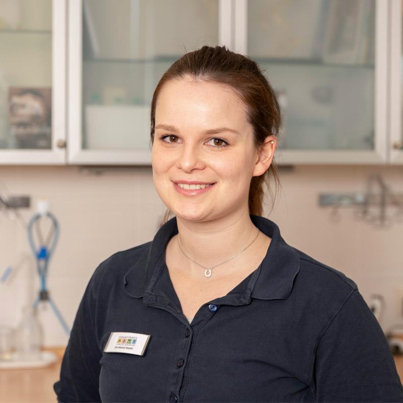 Manon Reipke, Tiermedizinische Fachangestellte