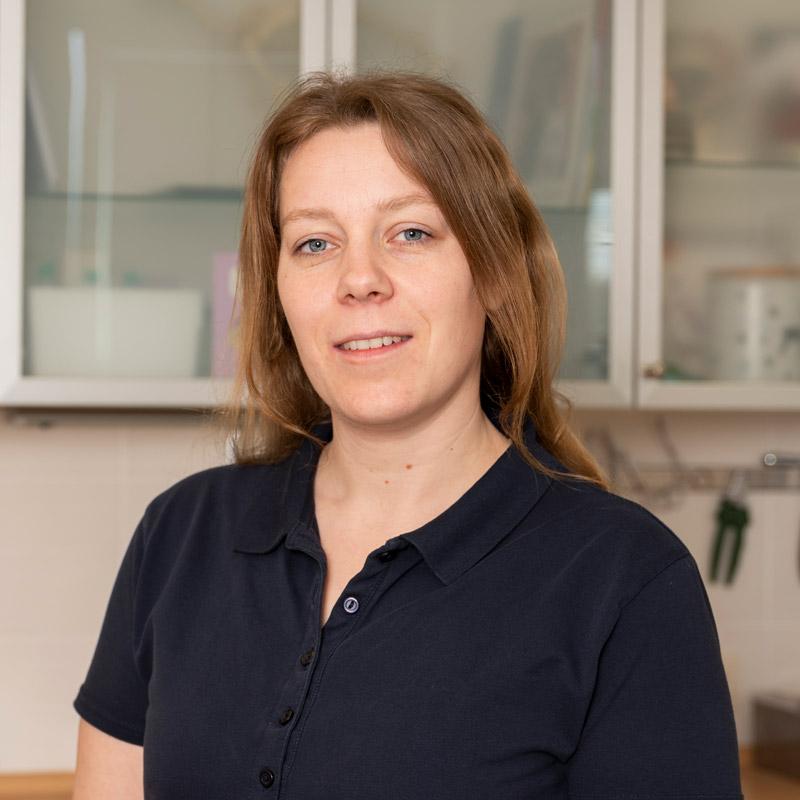 Lena Schneider, Tiermedizinische Fachangestellte